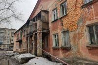 Разрушающийся дом.