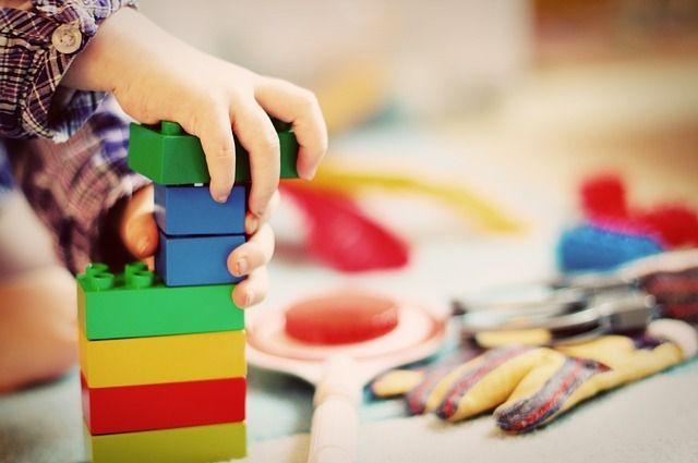 Для тюменских детей горожане сделали детскую космическую площадку