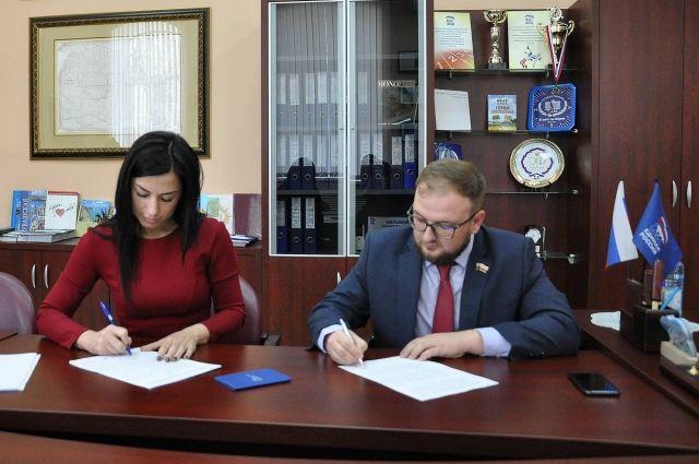 На площадке Высшей партийной школы эксперты провели первый онлайн-семинар для общественников.