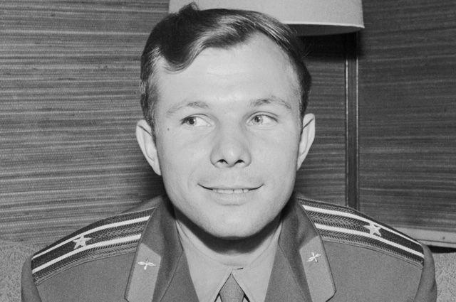 Юным тюменцам рассказали о Гагарине, космосе, и помогли сделать свою ракету