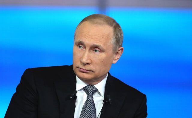 Путин поручил ФАС разобраться с ростом цен на жильё