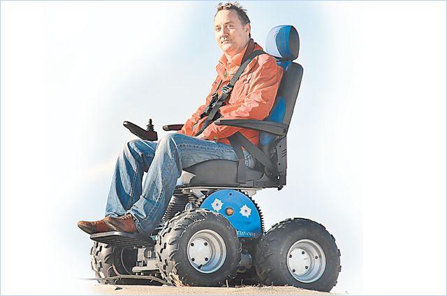 Аранин первым в России создал коляску-вездеход. Заказы напродукцию его фабрики приходят со всего мира.