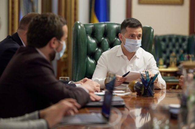 Зеленский узаконил всеукраинский референдум