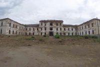 В Оренбурге работы по сносу аварийных зданий вблизи Михайловских казарм планируют завершить в мае.