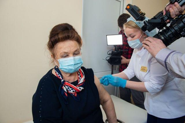 В Оренбургской области ввели стотысячную дозу вакцины от коронавируса.