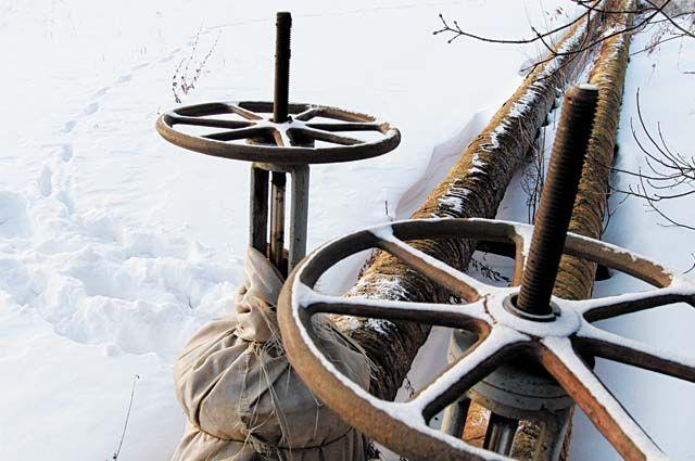 Старую теплотрассу заменят современными подземными трубами.