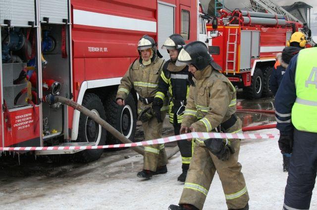 Пожарные эвакуировали 14 человек.