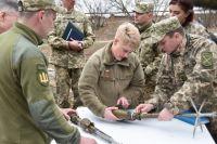 Военный атташе при посольстве США в Украине посетила зону ООС