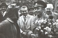 Юрий Гагарин стал кумиром многих поколений.