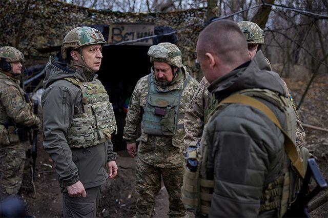 Президент Украины Владимир Зеленский посетил позиции вооруженных сил на Донбассе.