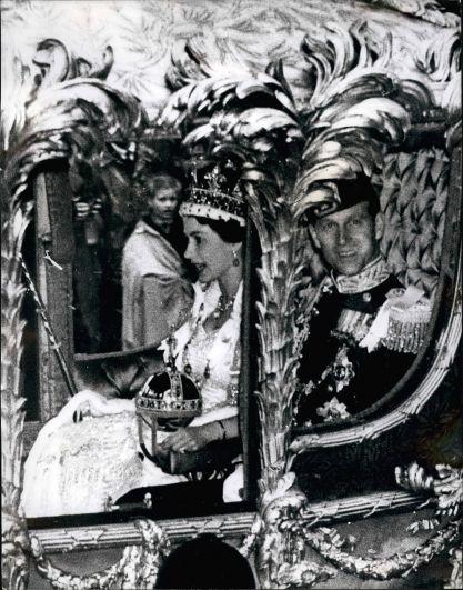 1947 год.  Коронационная процессия королевы Елизаветы II прошла всего через шесть лет после ее свадьбы с принцем Филиппом, герцогом Эдинбургским.