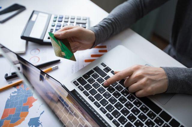 Безопасно ли расплачиваться картой в соцсетях?