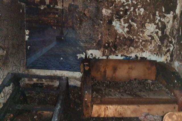 По предварительной версии, брат погибших поджег мебель.