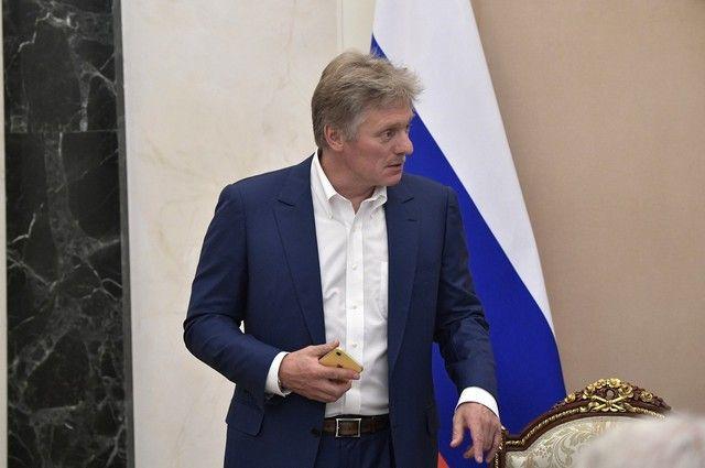 Песков: Меркель не просила РФ снизить военное присутствие у границ Украины