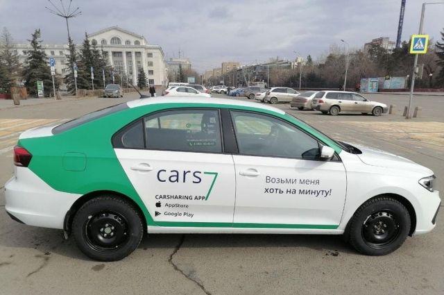 Автомобили бело-зеленой расцветки с надписью Cars7 на борту уже ездят по городу.