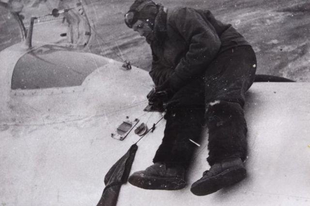 Оренбуржец Дмитрий Белов покорил небо, но всю жизнь ждал, когда ему дадут возможность полететь в космос.