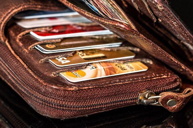 Юноша нашел банковскую карту и оплатил ею свои покупки