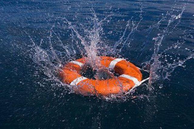 Тело человека находилось в необорудованном для купания месте.