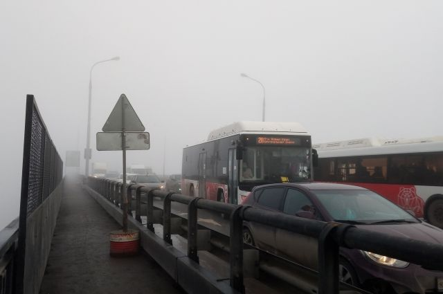 Пробка на Коммунальном мосту 12 апреля утром.