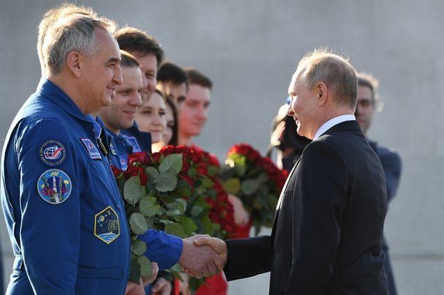 Владимир Путин посетил музейный комплекс на месте приземления Юрия Гагарина