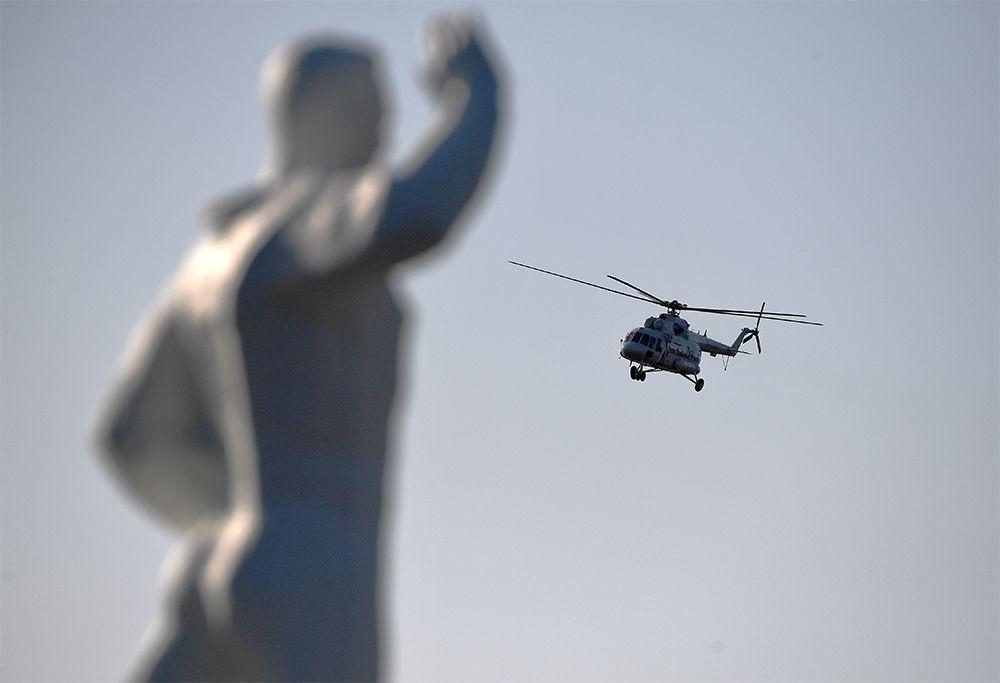 Вертолет с президентом РФ Владимиром Путиным на борту.