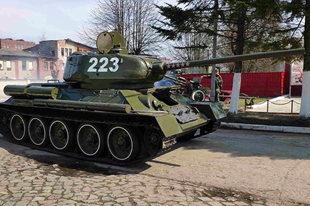 Танк Т-34 и «Катюшу» начали готовить к параду Победы в Калининграде