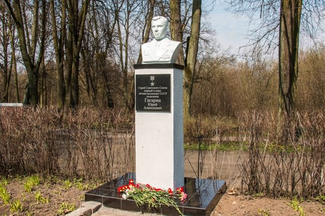 В День космонавтики в парке Ю. Гагарина открыли бюст в его честь