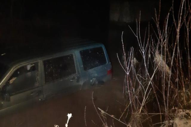 В реке в Оренбургском районе найден автомобиль.