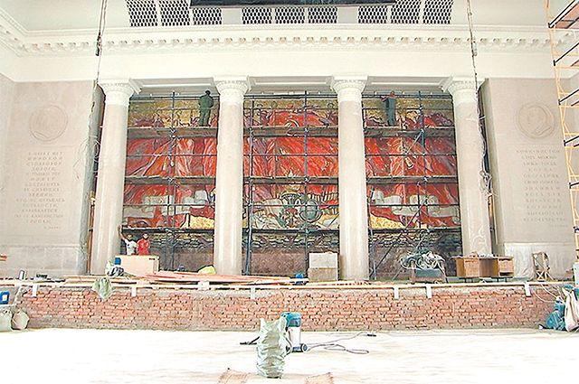 Почему критикуют реставрацию? Студенты обеспокоились судьбой интерьеров МГУ