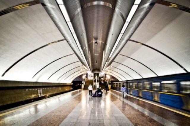 На трех станциях киевского метро скорректировали работу вестибюлей.