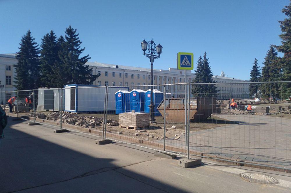 Началось комплексное благоустройство и озеленение Центральной (Плац-парадной) площади.