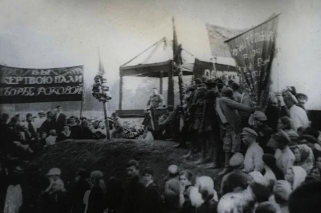 Перезахоронение останков Леонида Вайнера в 1919 году.