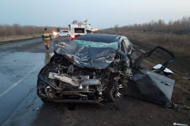 В Тоцком районе в в лобовом столкновении с грузовиком погиб водитель Opel Astra.