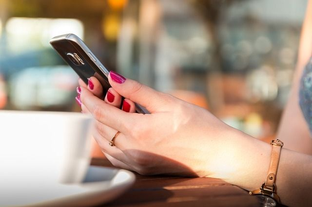 Женщина перевела деньги с мобильного телефона потерпевшего на свою банковскую карту.