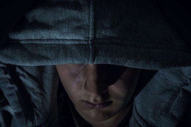По данным полиции, вечером 28 марта мужчина, угрожая девушке ножом, выманил у нее мобильный телефон и 6000 рублей. Фото иллюстративного характера.