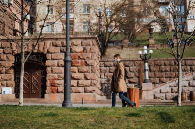 В Киеве продлили ужесточенный карантин до 30 апреля.