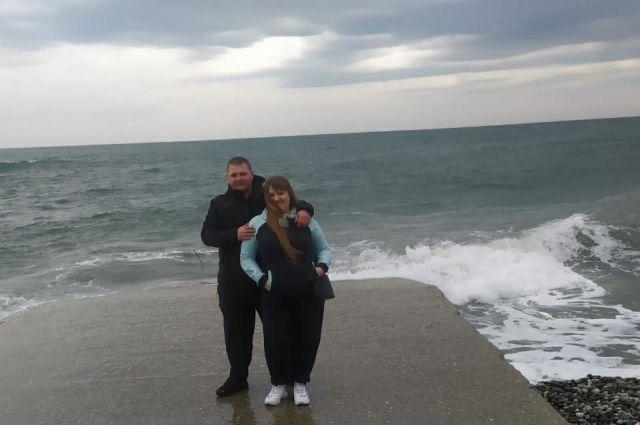 Анастасия с мужем на отдыхе.