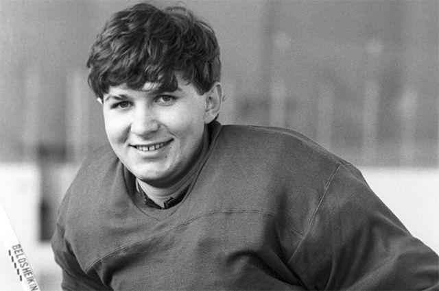 Вратарь сборной команды СССР по хоккею Евгений Белошейкин. 1987 год.