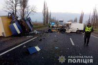 В Николаевской области микроавтобус столкнулся с грузовиком: есть жертвы.