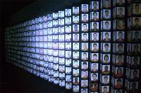 Стенд с фотографиями футболистов «Шахтера» в музее футбольной славы Донбасса в Донецке.