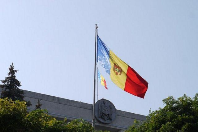 КС Молдавии разрешил президенту страны распустить парламент