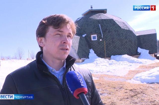 Под колпаком: семья из Удмуртии построила себе дом без углов