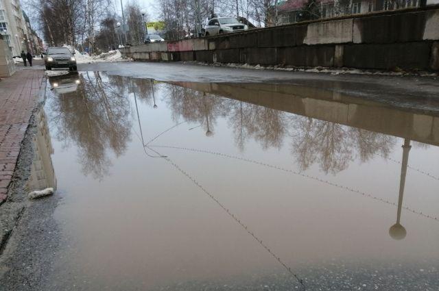 В Нефтеюганске подсчитали, что ежедневно нужно откачивать порядка 1500 кубометров талой воды