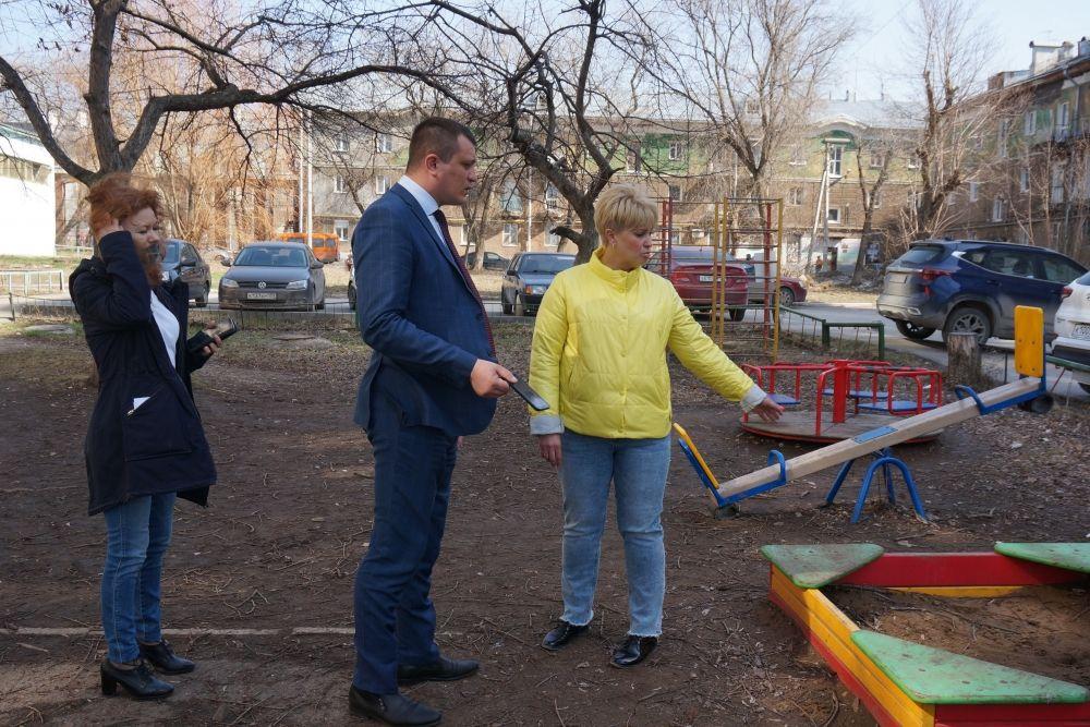 В Свердловском районе в некоторых дворах навели блеск.