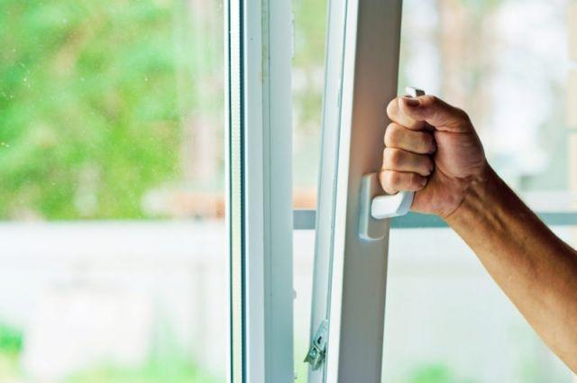 Чисто и без жертв. Как нужно мыть окна, в том числе и на верхних этажах