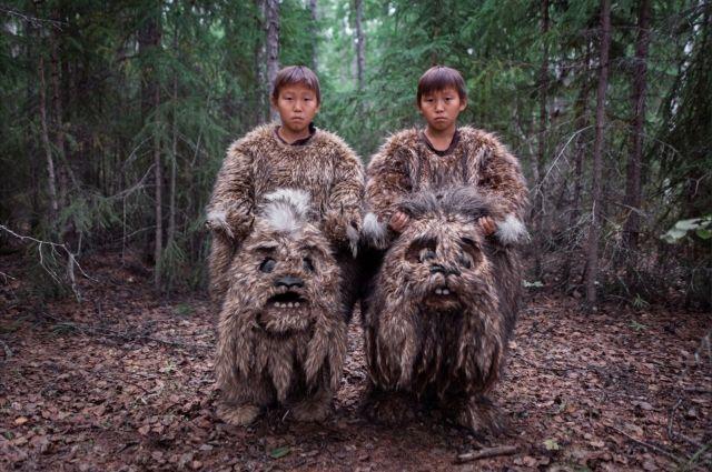 Категория «Проблемы современности». 1-е место — Сахавуд, Россия. В Республике Саха (Якутия) менее 50% населения — якуты. Для них искусство — это способ сохранения своей культуры. Здесь снимают до десяти полнометражных фильмов в год, и местную киноиндустрию назвали «Сахавудом» — по аналогии с Голливудом.
