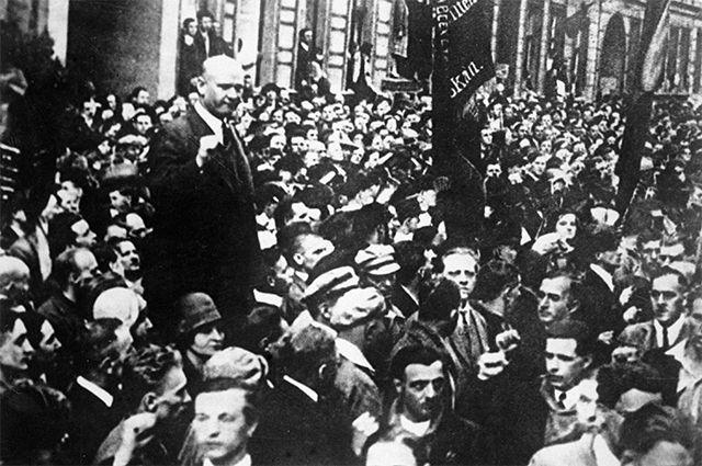 Эрнст Тельман выступает на митинге в защиту СССР. 1930 год. РИА Новости