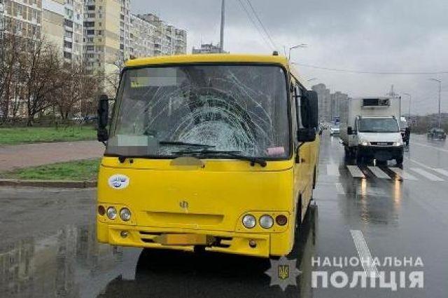 В Киеве водитель маршрутки насмерть сбил женщину.
