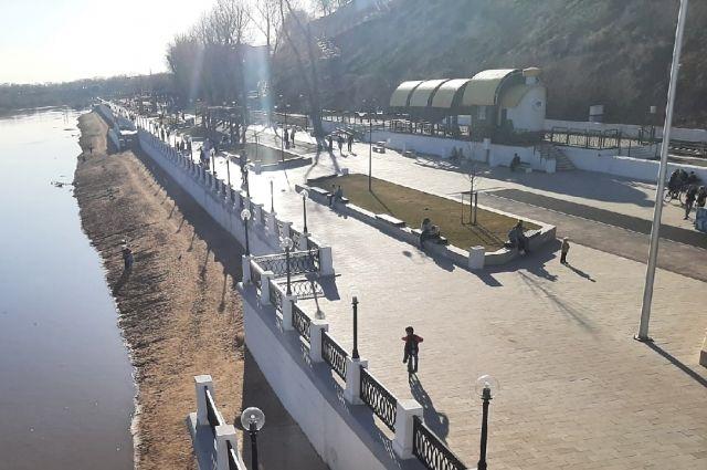 Плитку на набережной Урала в Оренбурге восстановят постре реконструкции ж/д-станции в 2022 году.