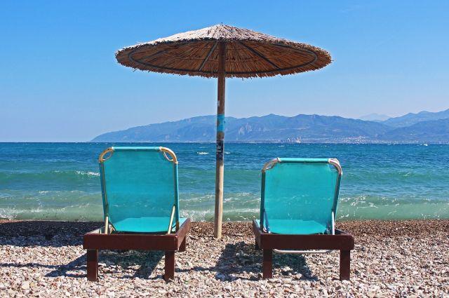 Тем, кто жаждет пляжного отдыха, предлагают ехать к Чёрному морю либа надеяться на открытие сообщения с Египтом.